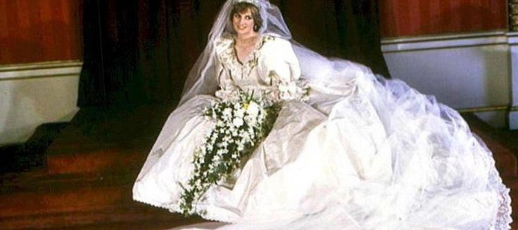 Дизайнер свадебного платья принцессы дианы - http://1svadebnoeplate.ru/dizajner-svadebnogo-platja-princessy-diany-3550/ #свадьба #платье #свадебноеплатье #торжество #невеста