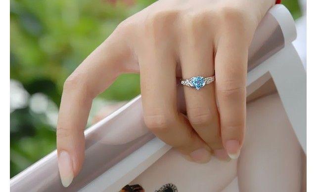 anillo pedida con topacio azul