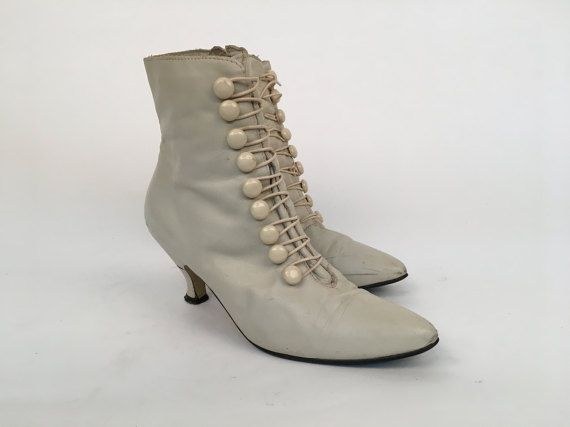 Size 7 80s victorian cream zip-up heeled booties with button