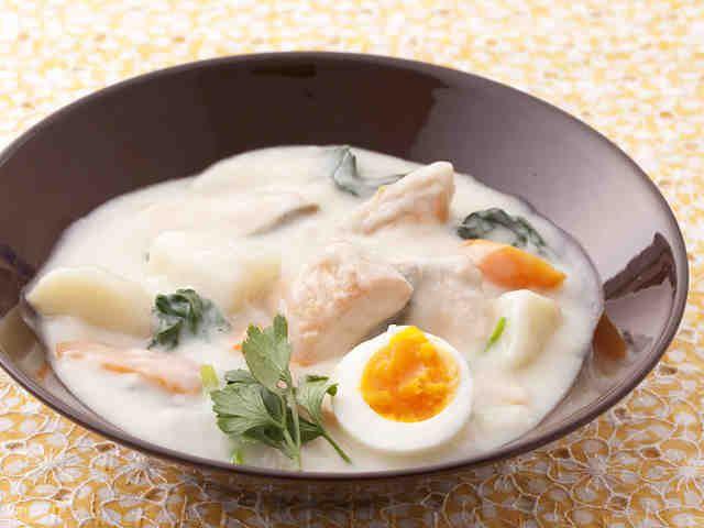 鮭とほうれん草のクリームシチューのレシピ・作り方・食材情報を無料でご紹介しているページです。