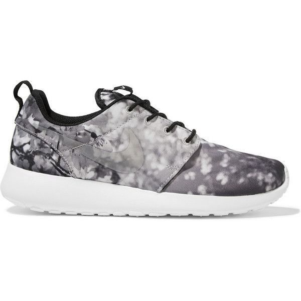 Nike Roshe One printed canvas sneakers found on Polyvore featuring shoes, sneakers, nike, yoga shoes, canvas sneakers, plimsoll sneakers and plimsoll shoes