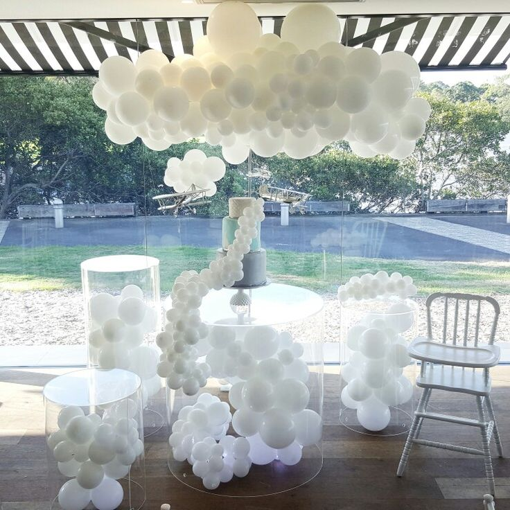 White cloud cake table