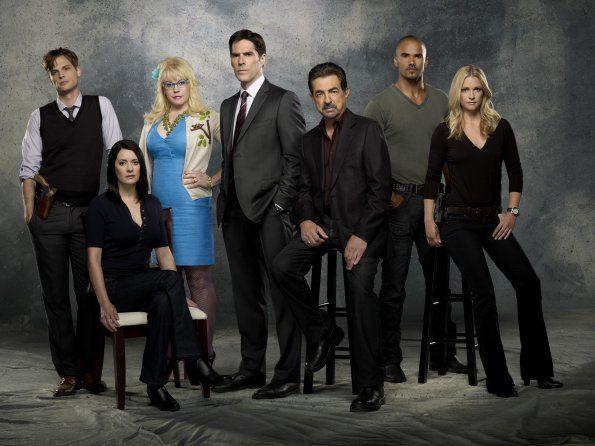 Photo de A. J. Cook, Joe Mantegna, Kirsten Vangsness dans la Saison 7 de la série Esprits criminels