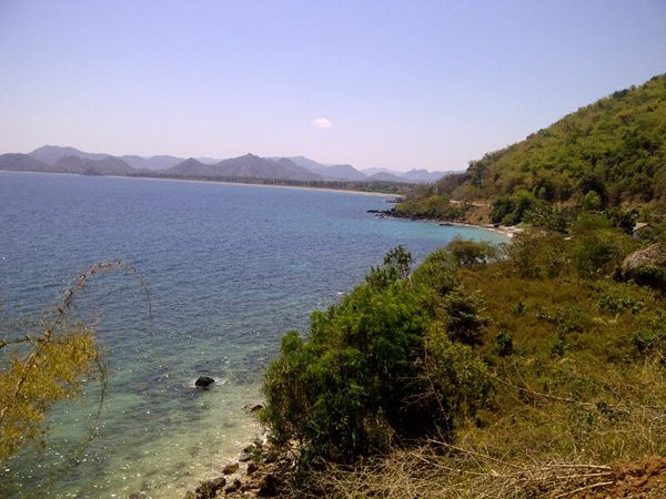 Sepjg jln menuju rmh ketemunya laut.buka kaca mobil.enjoy the air:) ... NTB /via @stoppesthy