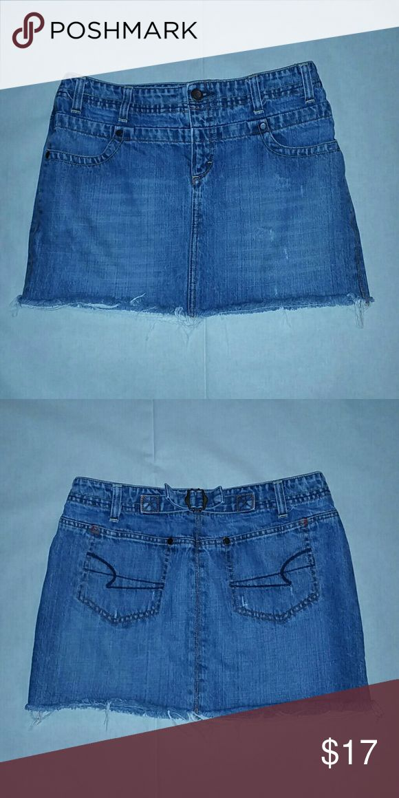 American Eagle Outfitters jean mini skirt American Eagle Outfitters jean mini skirt with pockets. Size 4 American Eagle Outfitters Skirts Mini