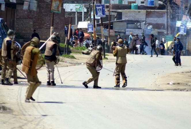 Mobile internet services suspended in Kashmir following encounter of Burhan Wani - http://thehawk.in/news/mobile-internet-services-suspended-in-kashmir-following-encounter-of-burhan-wani/