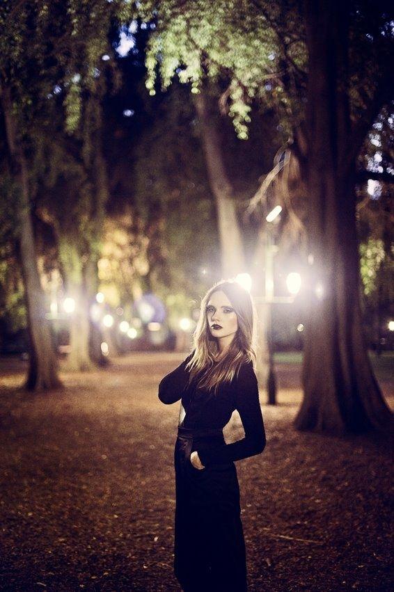 Caroline Wilson's night photo-shoot - Busy Models ...