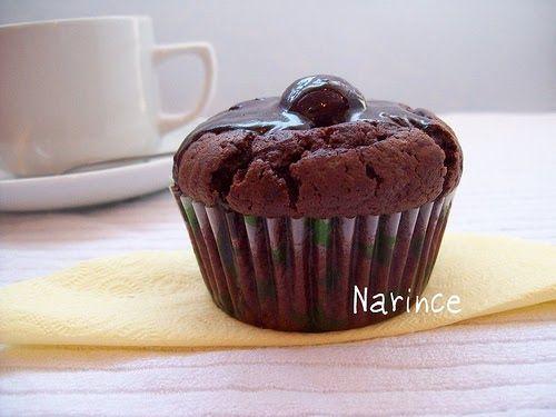 Mutfakta küçük bir yardımcım var benim. Büyük yardımcım bulaşık makinam İsabel'den sonra. Küçüğüm kek, kurabiye yapmayı çok sever benimle...