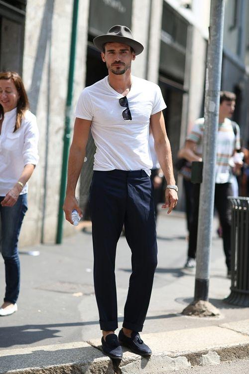 2014-08-12のファッションスナップ。着用アイテム・キーワードはスラックス, タッセルローファー, ハット, ローファー, 無地Tシャツ, 白Tシャツ, Tシャツ,etc. 理想の着こなし・コーディネートがきっとここに。| No:53370