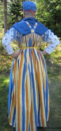 Suorasarafaani. Festive dress of Eastern Orthodox Karelia, Finland. http://www.tarjaalava.net/site/index.php?option=com_content=article=69:kansanpuvut=39:kansallispuvut-tuotteet=56