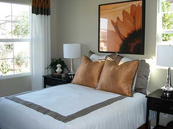 Adding Orange Colors to Bedroom Decorating Ideas in Fall