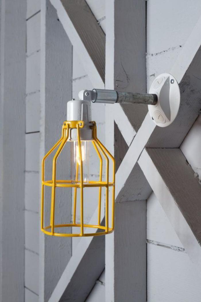 наружное освещение, настенные лампы желтая клетка, металлическая рука