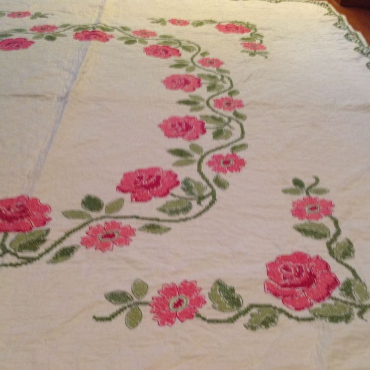 Antique Gorgeous Rose and Vine Quilt. Lush Handquilting.  uk.picclick.com