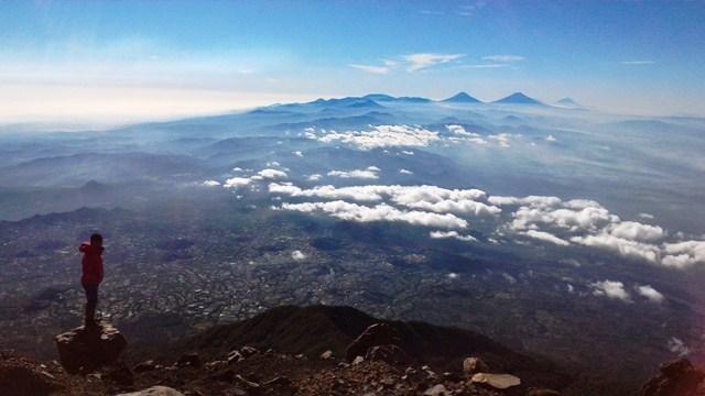 Melintasi Gunung Slamet, Sang Atap Jawa Tengah. looks like a good trek