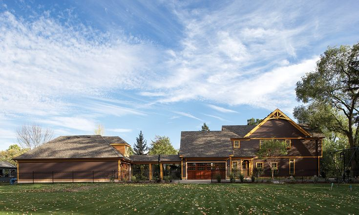 Maibec | Residential - Toronto area | Country-style house with wood sidings and shingles