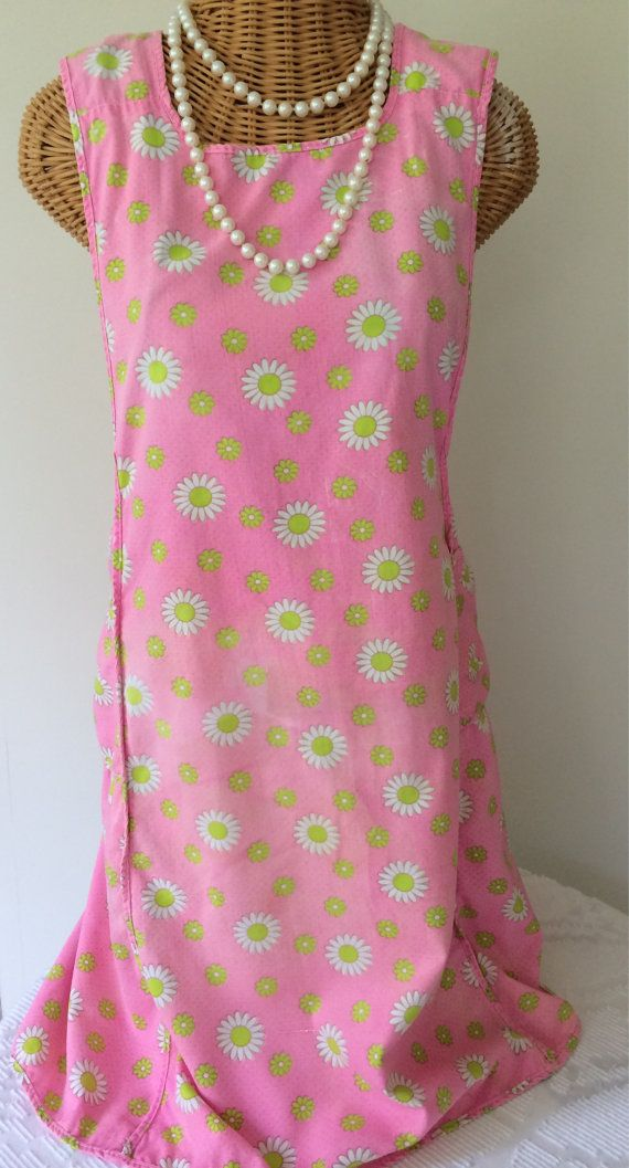1940s Full Apron Pink Flowered Daisies H Back Vintage