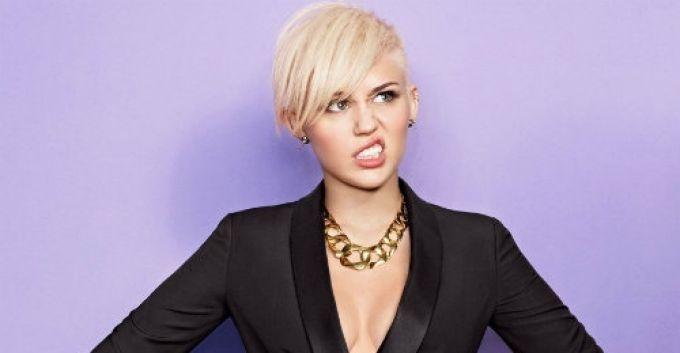 Miley Cyrus pide a sus fanáticos no insultar a otros artistas