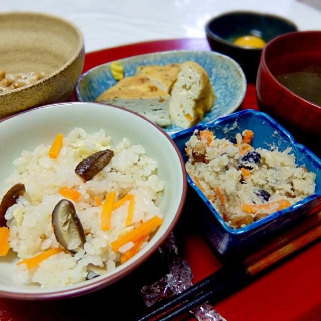 Coming back to Japan, I miss so much Japanese food. - 45件のもぐもぐ - 2015/03/31 お夕飯炊き込みごはん、大豆入り卯の花、がんもどきの煮物、とろろ昆布のお吸い物、納豆、卵 by kayorina