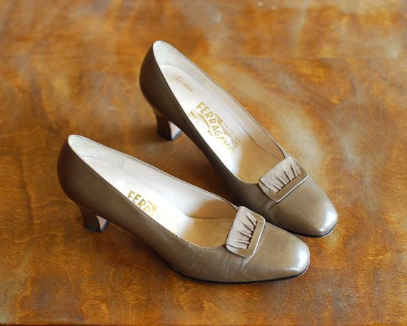 ✧ vintage Salvatore Ferragamo heels. soft taupe leather, buckle detail at toe, and sturdy heel. made in Italy.  excellent condition, only minor