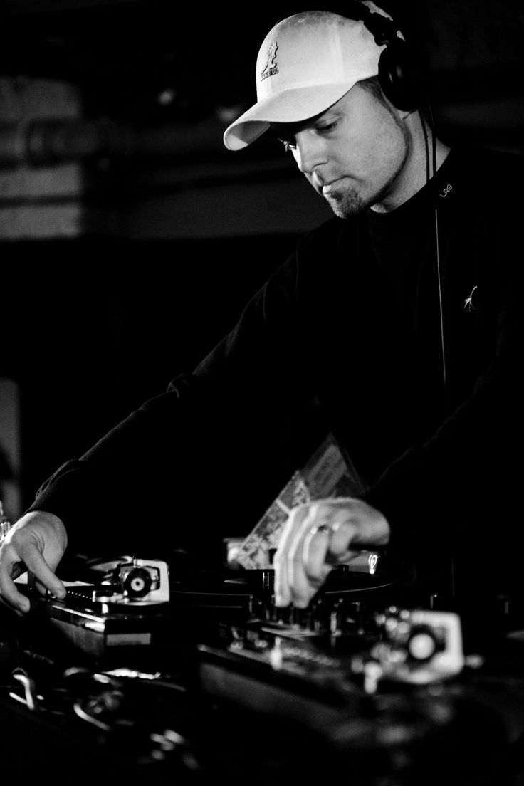 DJ Shadow- this man is EFFING AMAZING....seriously. Trip hop owes him everything!