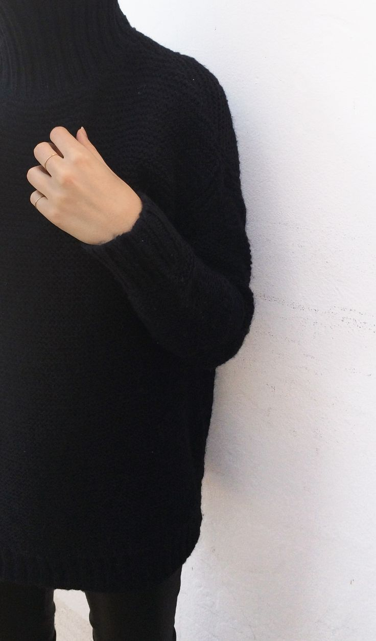 MINIMAL + CLASSIC: chunky knits + skinny stackers / Vrai & Oro