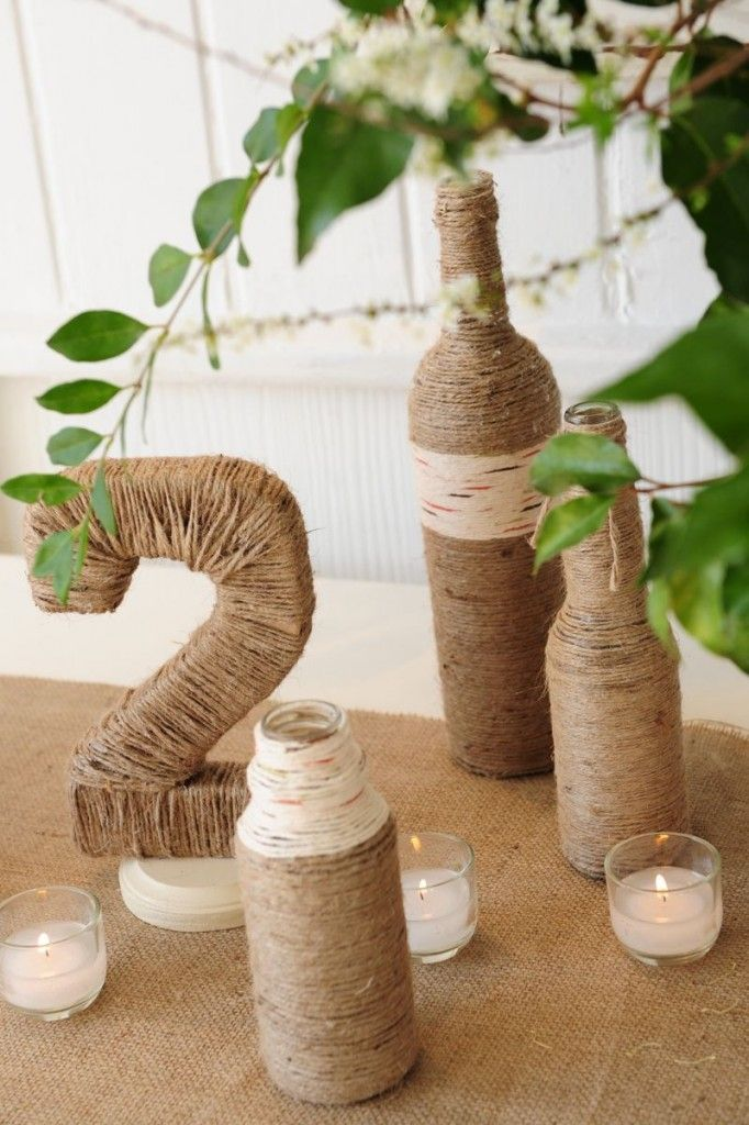 Twine accents are perfect for a rustic wedding. www.cedarwoodweddings.com