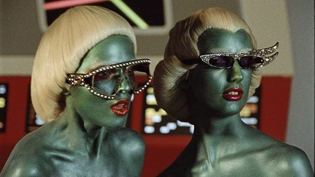 Инопланетяне НЛО и динозавры в новом фантастическом ролике #Gucci  Креативный директор @gucci Алессандро Микеле и режиссёр Глен Лачфорд вдохновились на его создание культовым сериалом 50-х #startrek  #style #fashion #trend #glenluchford @lallo25 @_glen_luchford #vogueua  via VOGUE UKRAINE MAGAZINE OFFICIAL INSTAGRAM - Fashion Campaigns  Haute Couture  Advertising  Editorial Photography  Magazine Cover Designs  Supermodels  Runway Models
