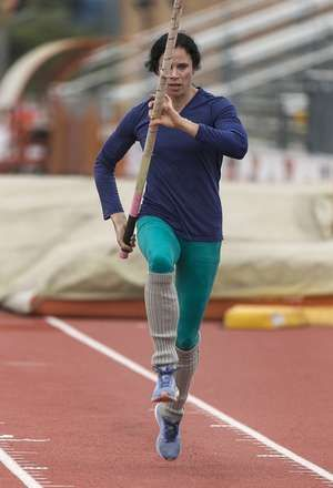 U.S. pole vaulter Jenn Suhr arrives at Texas Relays with a golden glow