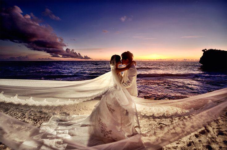 Beach pre-wedding photo