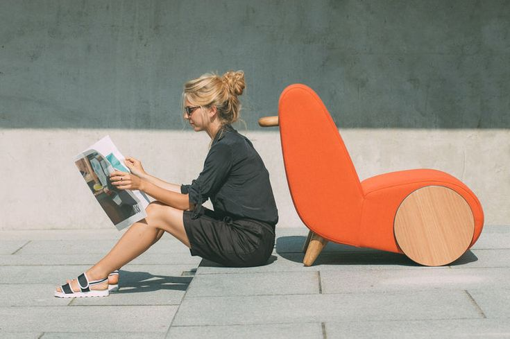 Modern Rolling Chair - Rapide by ONEMANDUO is Inspired by a Wheelbarrow (GALLERY)