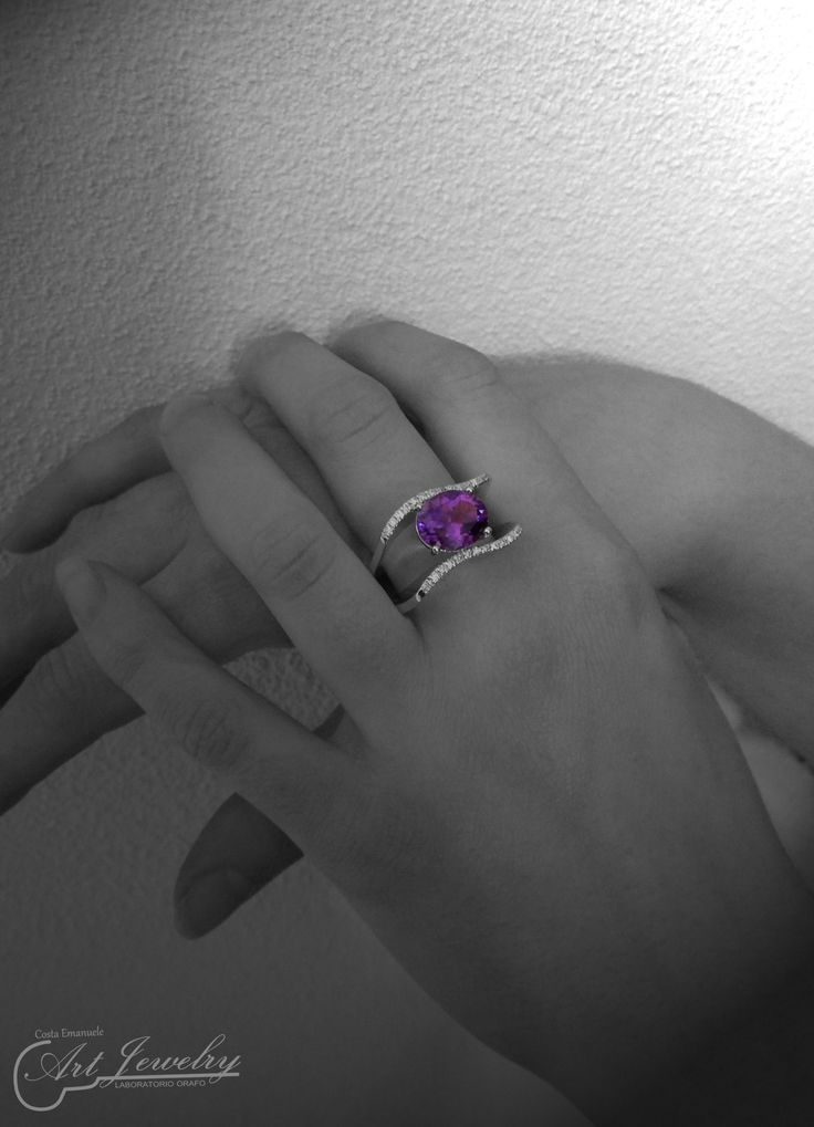 Anello con ametista indossato. #jewels #artjewelry #diamond #amethyst #whitegold  https://www.instagram.com/costaemanuele_artjewelry/ https://www.facebook.com/gioiellicosta/  Photo: Noemi Barolo