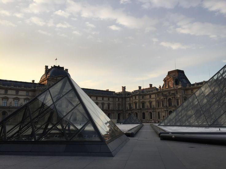 Où faire du Yoga à Paris ?  #paris #yoga #yogaclass #idées #studio #unpeumieux #bienêtre #respirer #pilates #centre