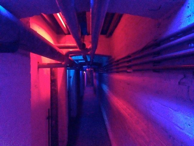 YESEYA racconta una notte al Boiler Room,l'appuntamento con l'elettronica underground tra i più noti a livello mondiale. La venue è il seminterrato diStattbad, un tempo piscina comunale del quartiere berlinese di Wedding.