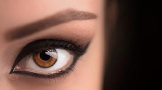 Siniset, ruskeat vai vihreät silmät? Lue, millainen meikki sopii luomillesi parhaiten http://www.voice.fi/daami/muoti-ja-kauneus/siniset-ruskeat-vai-vihreat-silmat-lue-millainen-meikki-sopii-luomillesi-parhaiten-87639