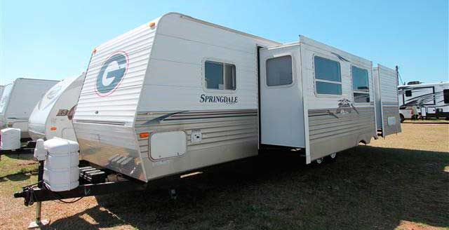 Motorhome For Sale: Tips For Buying a Used Camper Trailer - http://whatmycarworth.com/motorhome-for-sale-tips-for-buying-a-used-camper-trailer/