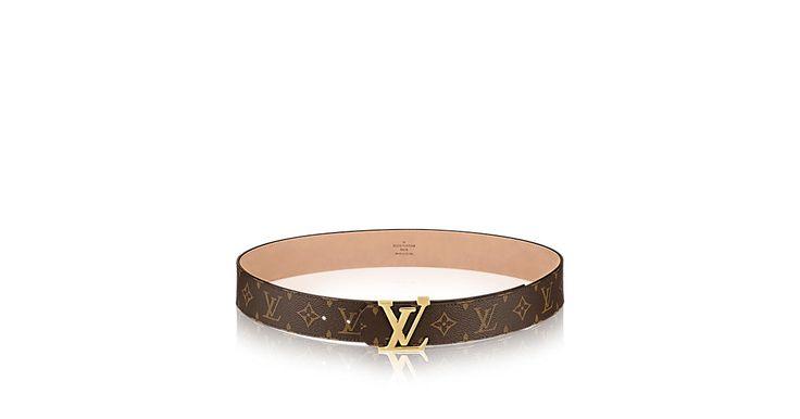 Découvrez l'incontournable Ceinture LV Initiales Monogram  Avec sa boucle dorée en forme des initiales LV, la ceinture LV Initiales en toile Monogram est parfaite portée sur un jean.