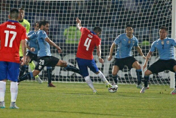 Gol de Isla a Uruguay
