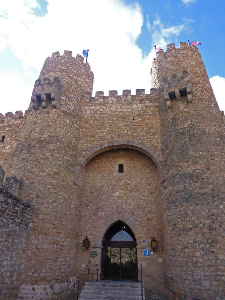Entrada al Parador Nacional de Turismo en el Castillo de Sigüenza, Guadlajara, España