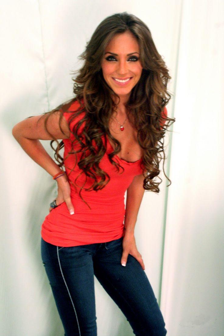 Anahi - love her hair!!