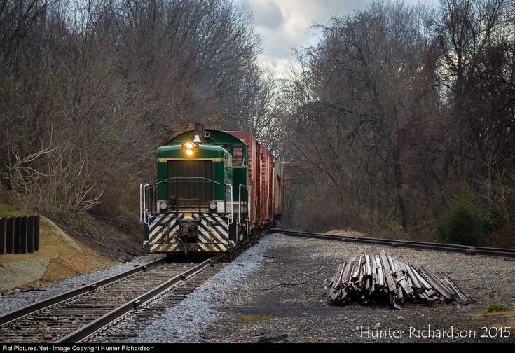 Under the careful guidance of the veteran East Tennessee Railway crew ...