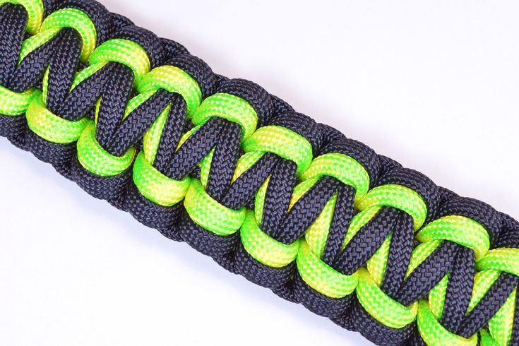 "Make the ""Gorilla Knot"" Paracord Survival Bracelet - DIY - BoredParacord"