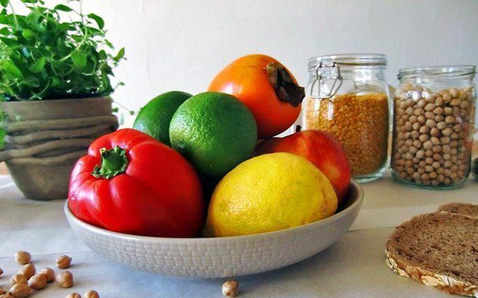 """Im Ernährungsratgeber """"How not to die"""" präsentiert Dr. Michael Greger 12 Lebensmittel, die wir täglich essen sollten und zeigt, wie Ernährung heilen kann."""