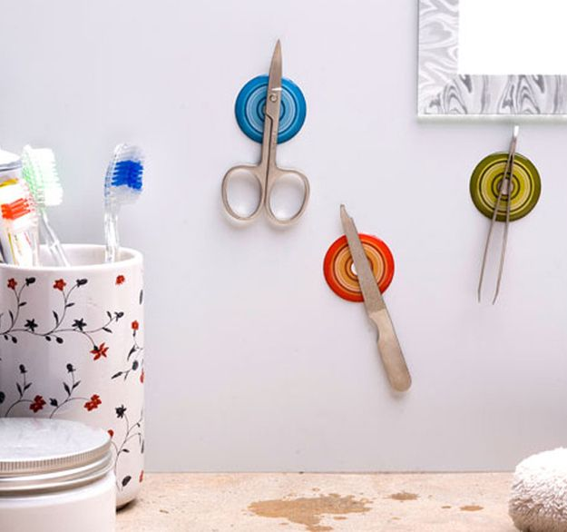 Adhesivos magnéticos | 33 cosas terriblemente ingeniosas que necesita tu pequeño apartamento