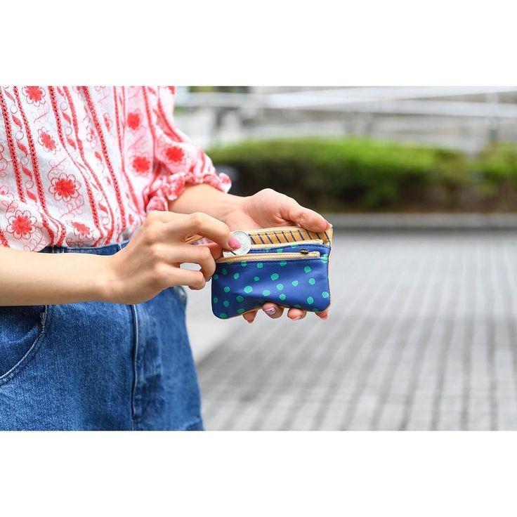 . 3段ポーチはチャックがたくさん 小物ごとに分けて入れられるのでポーチので中で重ばらず清潔です それぞれの段に何を入れましょうかね . . #パッカパッカ #馬革小物 #レザー #プレゼント #シュクレ #レディース #ブルー#財布 #ポーチ#小物入れ#3段#革小物 #林吾  #paccapacca #leather #ladies #emono #blue