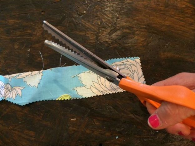 sewing hacks - fraying | Best Sewing Hacks That Will Make Your Life a Breeze