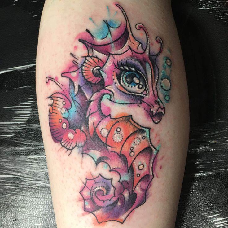 les 41 meilleures images du tableau tatouage hippocampe sur pinterest id es de tatouages. Black Bedroom Furniture Sets. Home Design Ideas