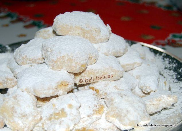 Κουραμπιέδες με αμύγδαλα και ροδόνερο | Foodaki