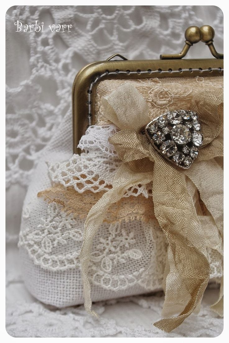 Shabby frame purse with antique lace