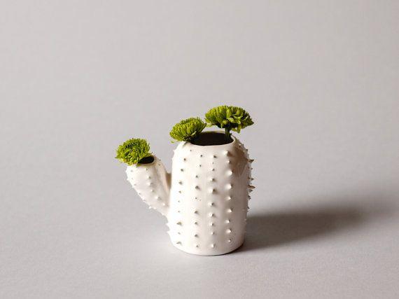 Moderno florero blanco puntiagudo pequeño / en forma de cactus suculentas maceta / flor maceta / blanco / primavera