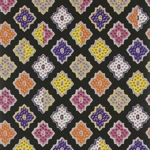Le papier-peint Alcazar de Designers Guild : Un pavage de carreaux mauresques à l'allure provençale, disponible dans une belles gammes de coloris vibrants.